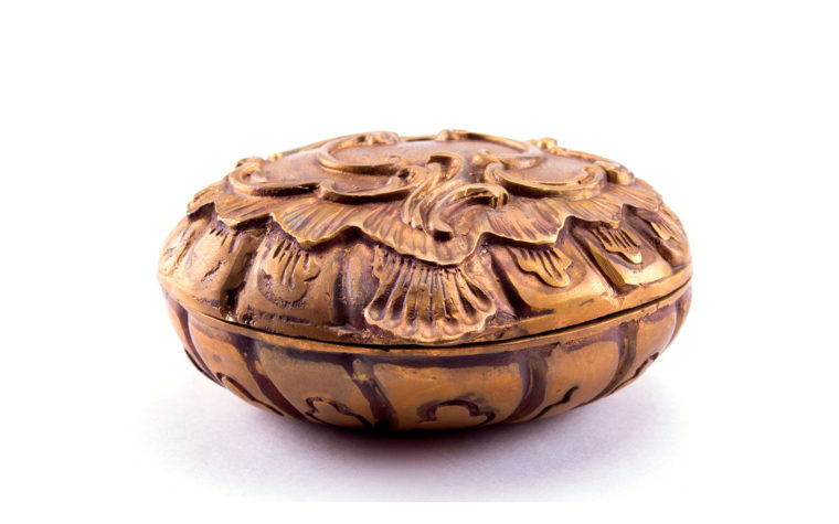 Bronze casket Seashell