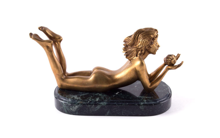 "The bronze sculpture ""Girl with shell"""