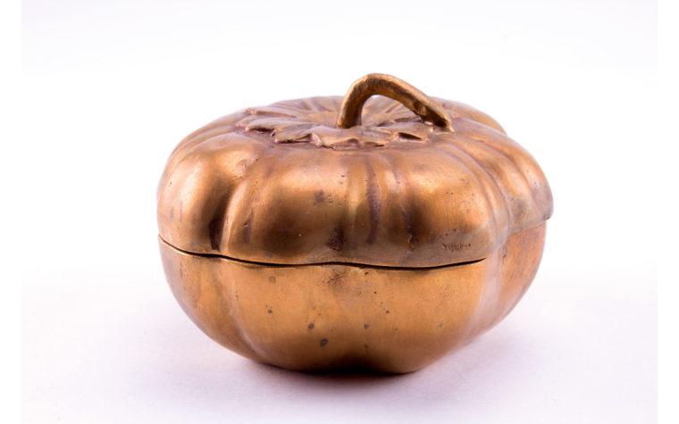 Bronze casket Tomato